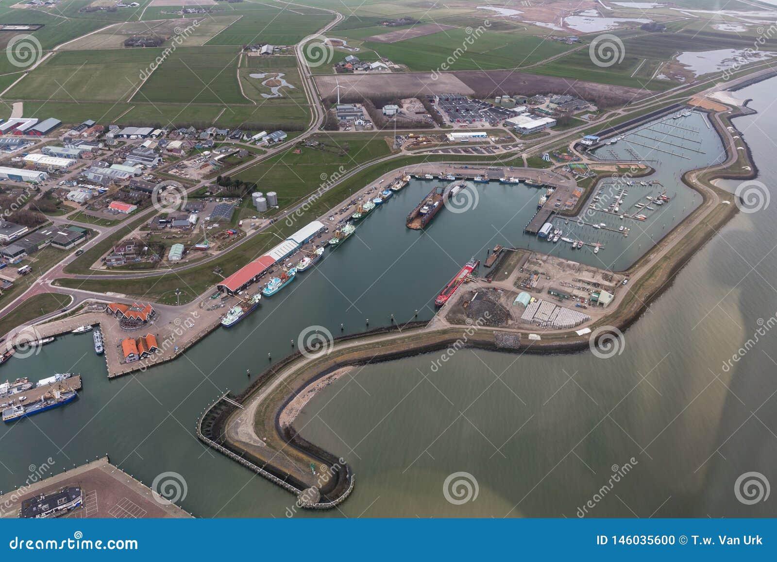 Satellietbeeldhaven Oudeschild bij Nederlands eiland Texel