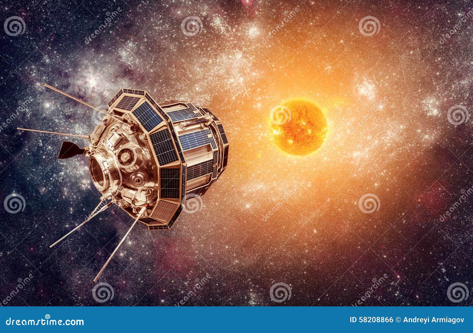 Satellite de l espace sur un soleil d étoile de fond