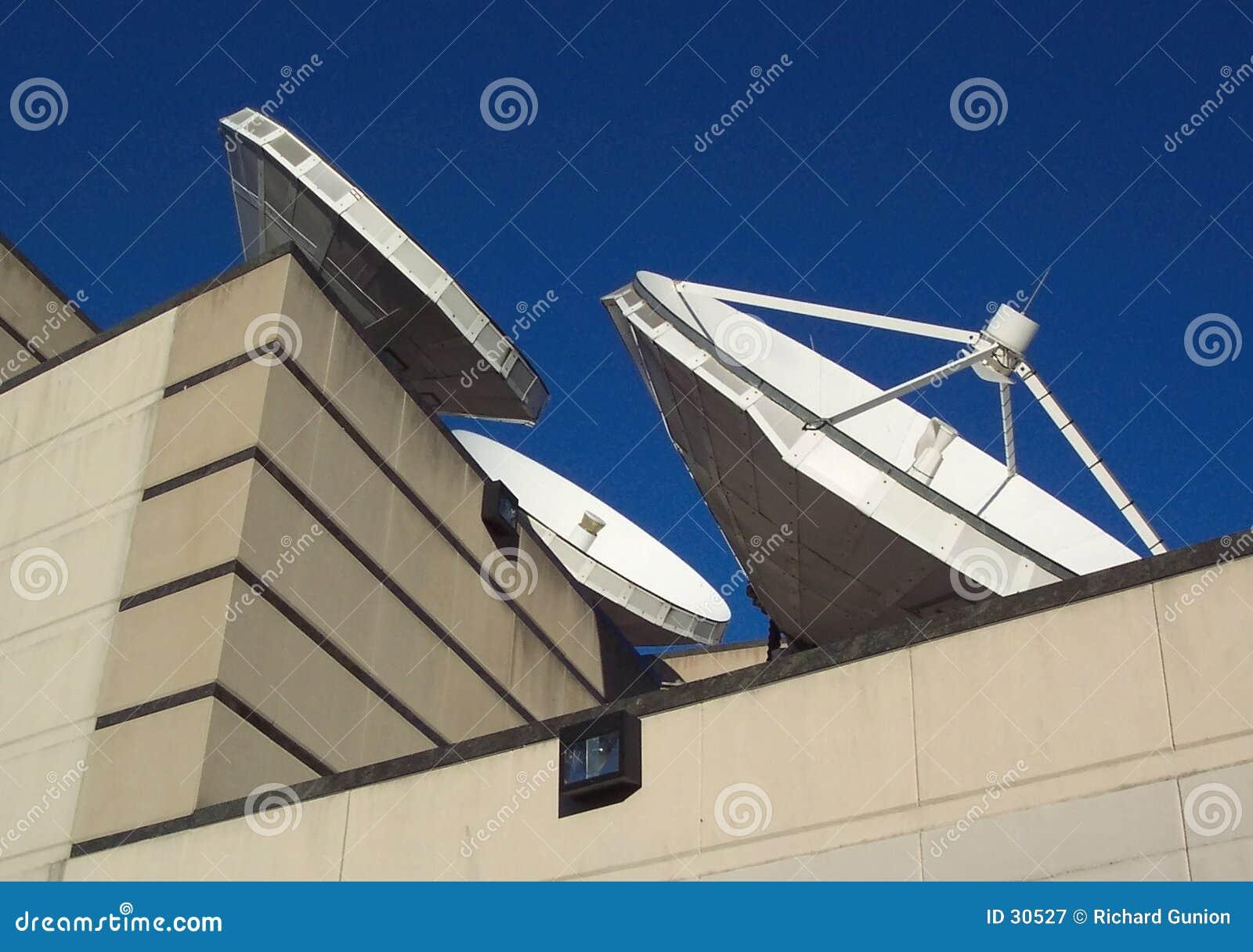 Download Satellitenschüsseln stockbild. Bild von welt, global, informationen - 30527