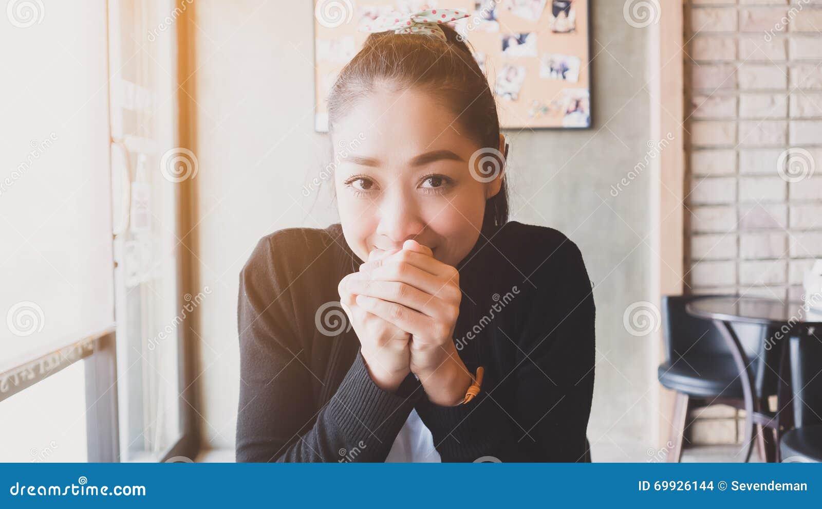 Satisfaga a la mujer asiática