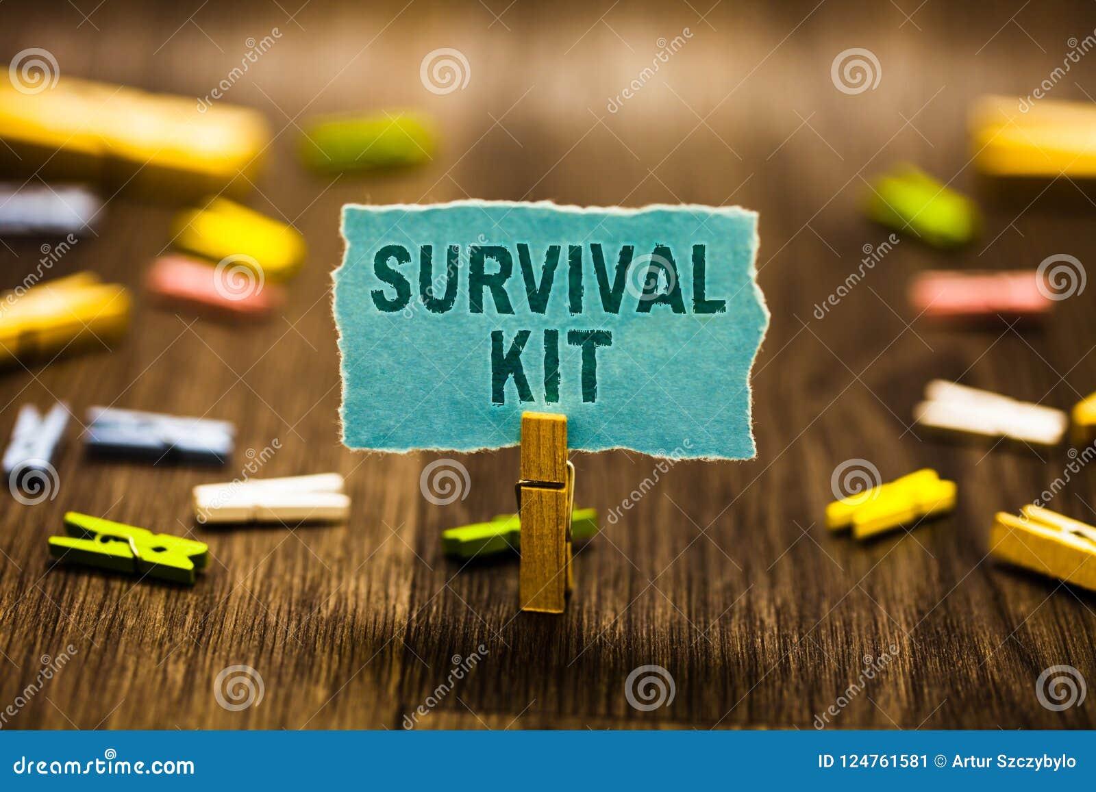 Sats för överlevnad för ordhandstiltext Affärsidé för samling för nöd- utrustning av objekt som hjälper någon klädnypa som rymmer