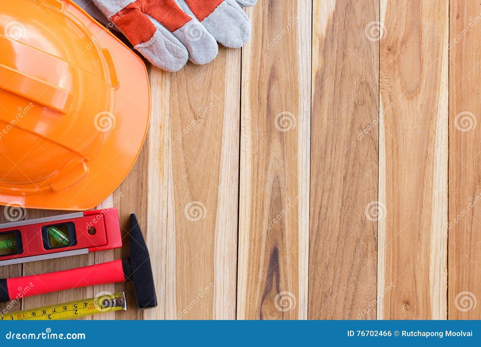 Sats för säkerhetsutrustning och hjälpmedelpå trätabellen