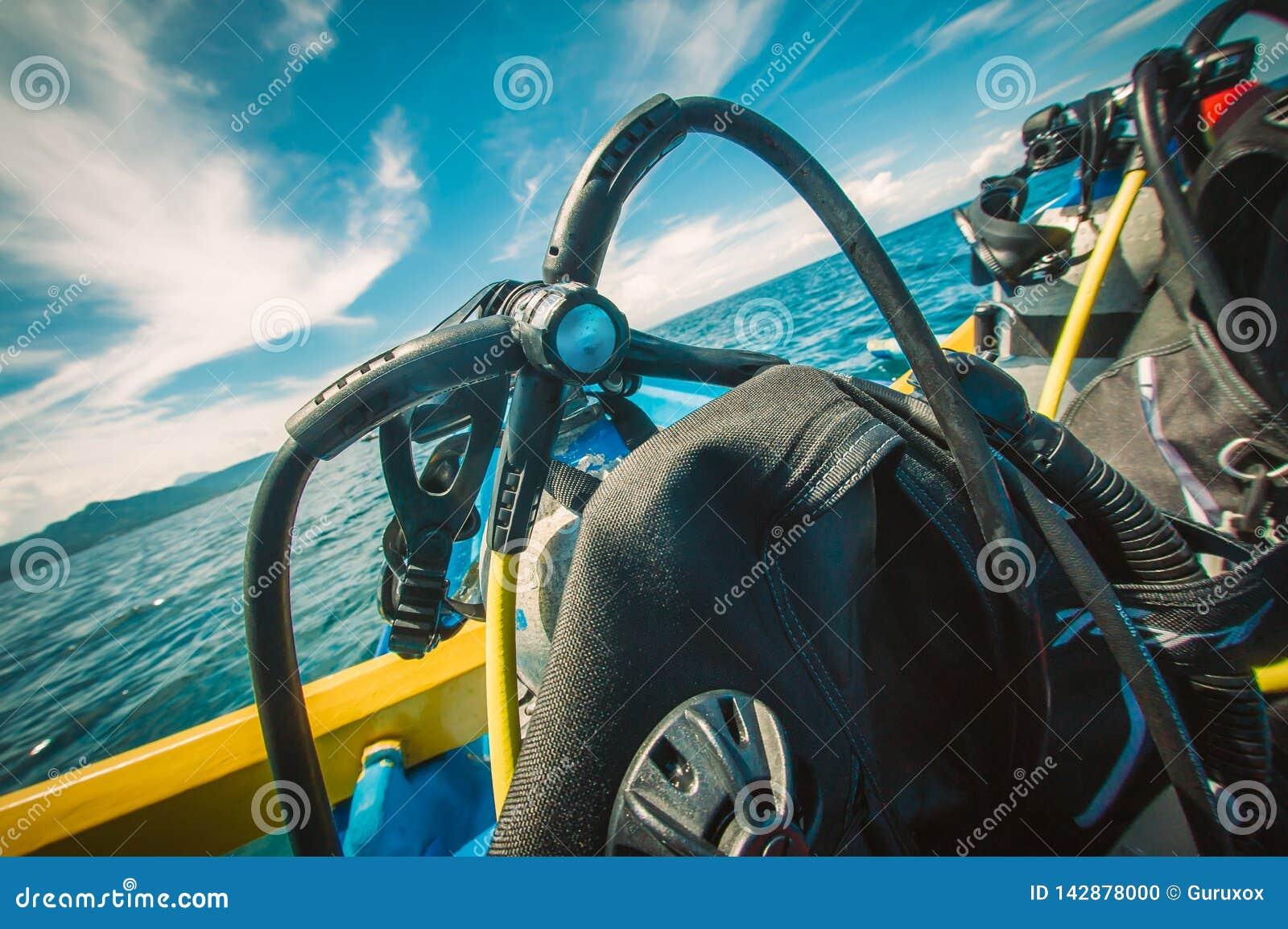 Satsen för dykapparatdykning ställde in på fartyget, ordnar till för dyk