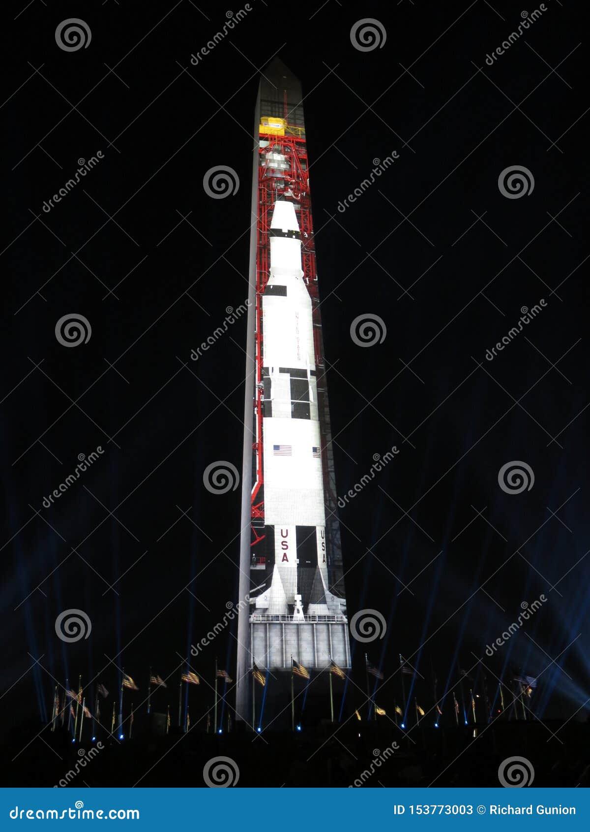 Saturn Pięć rakieta Przygotowywa dla dźwignięcia
