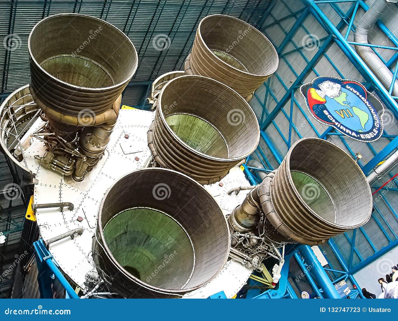 Saturn V Rocket Engines in Apollo Saturn V Centrum wordt getoond dat