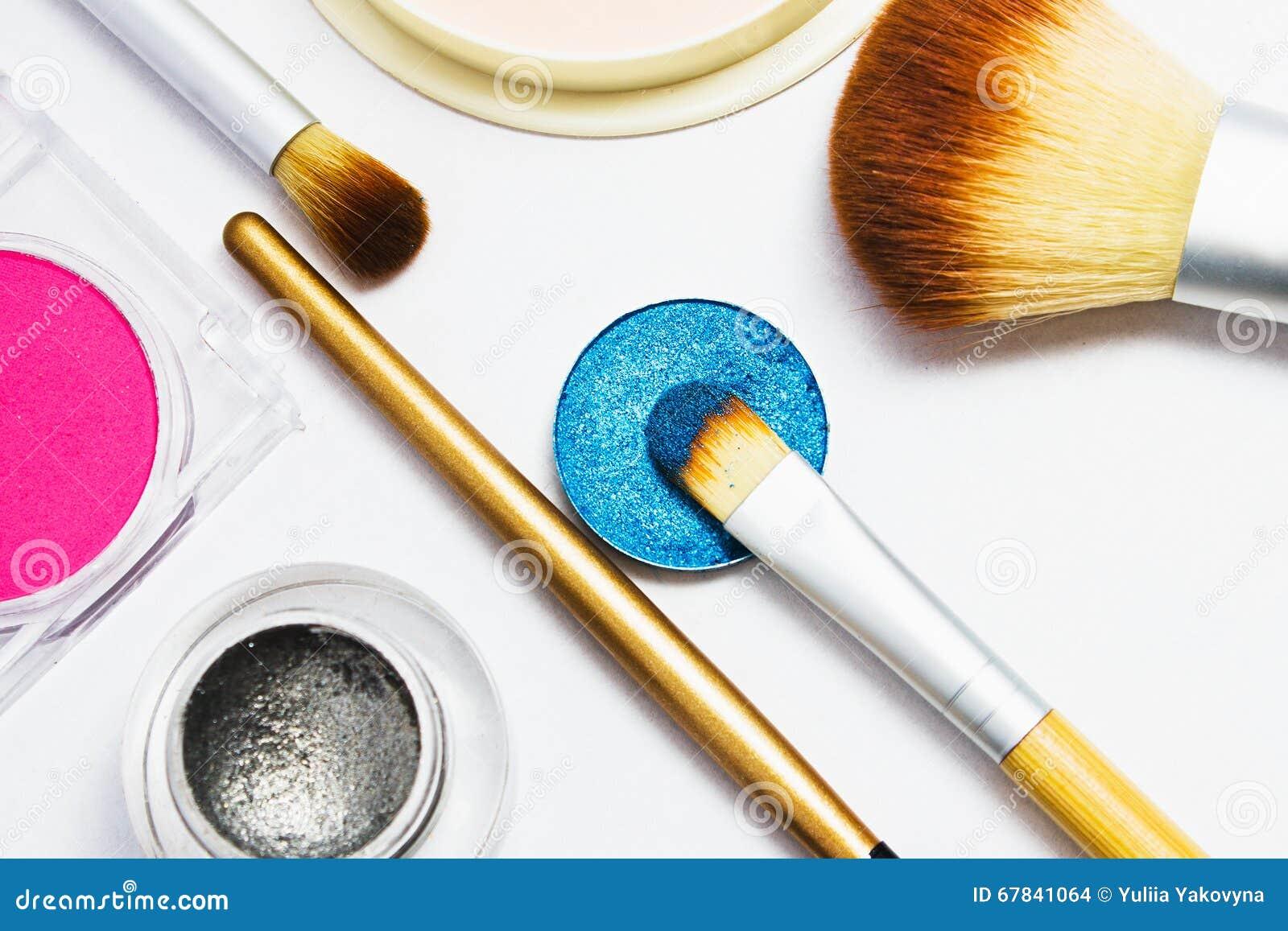 Satz Berufskosmetik für Make-up lokalisiert auf weißem Hintergrund