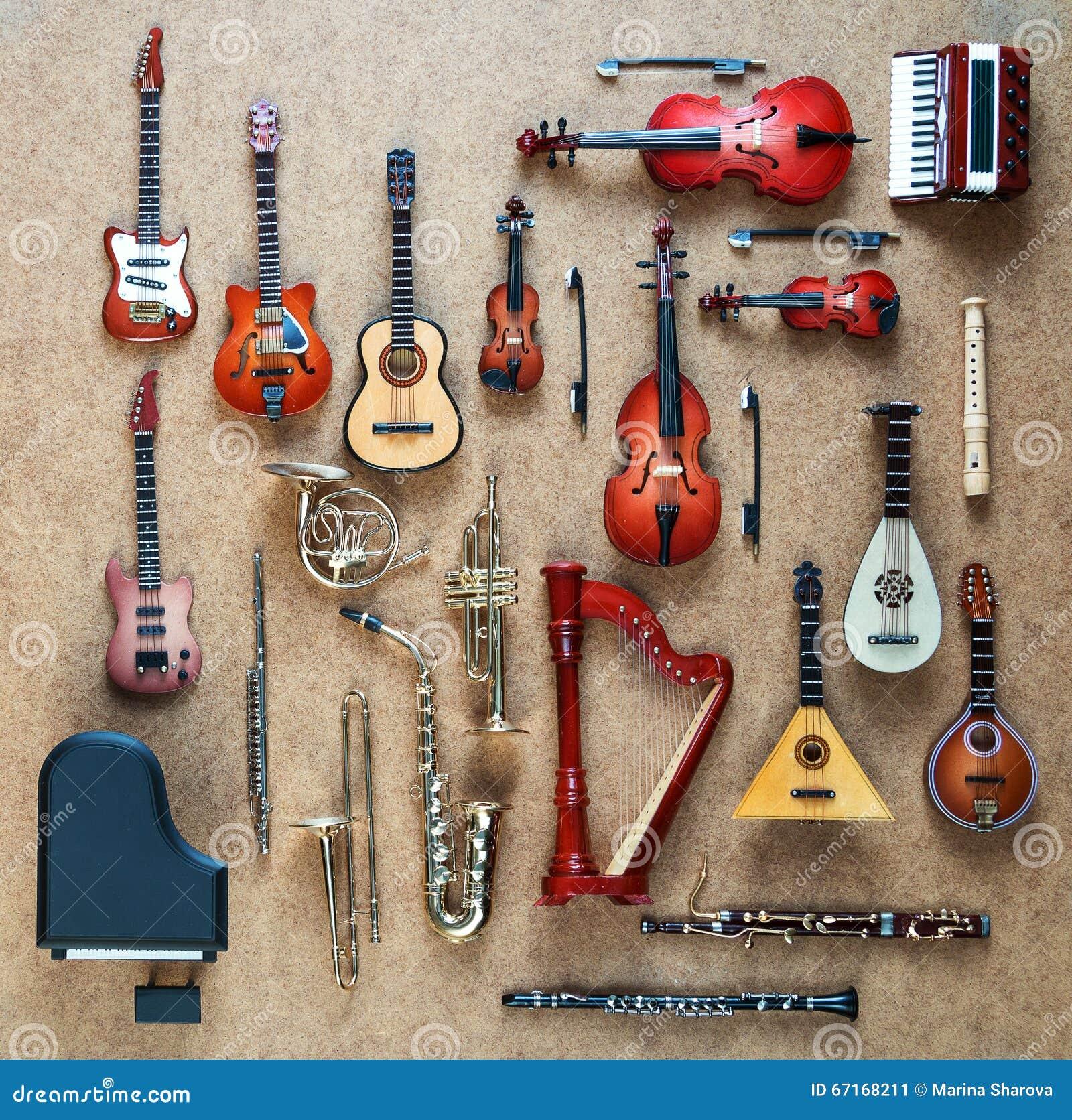 Satz Verschiedene Musikinstrumente Goldene ...