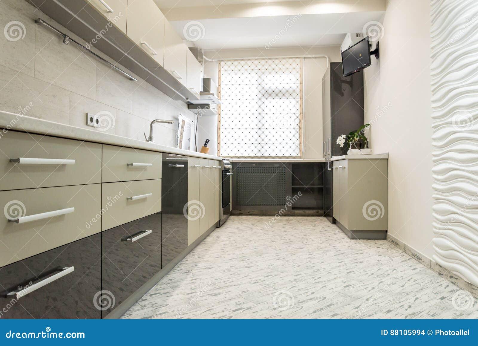 Saubere Innenarchitektur Der Modernen Cremefarbenen Küche Stockfoto ...