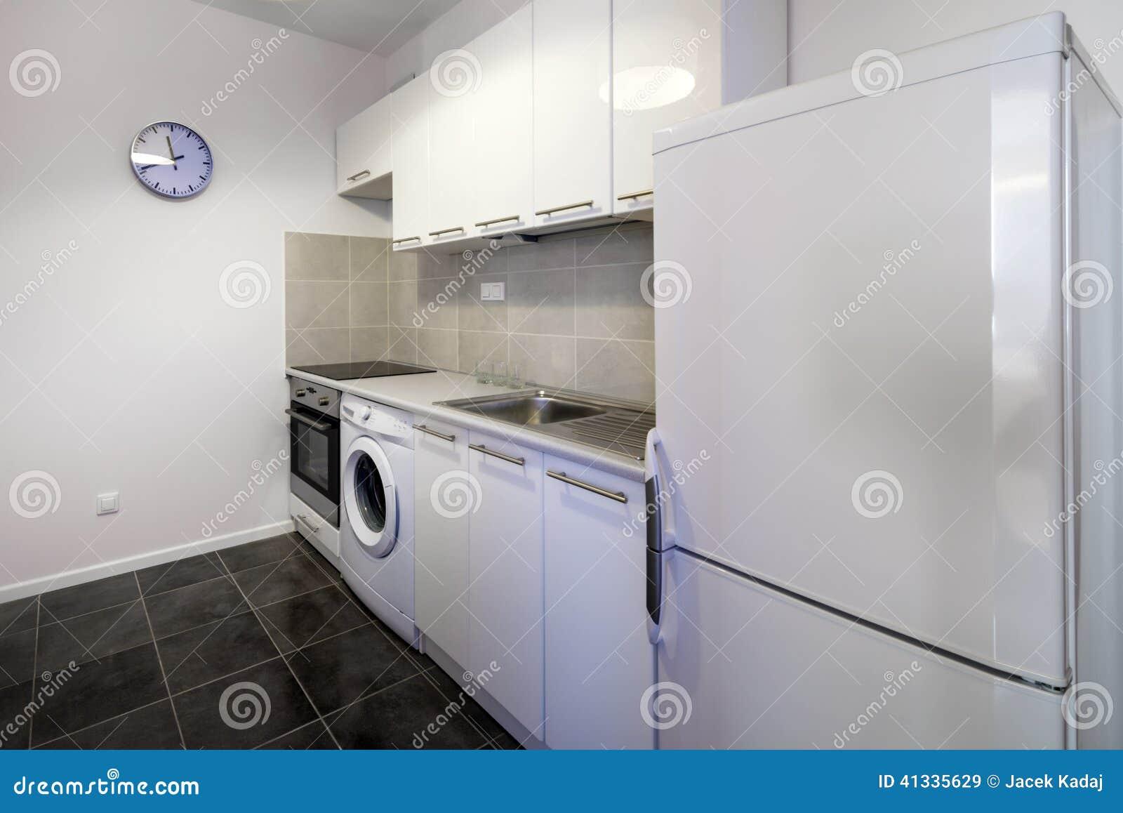 Saubere Innenarchitektur Der Modernen Weißen Küche Stockbild - Bild ...