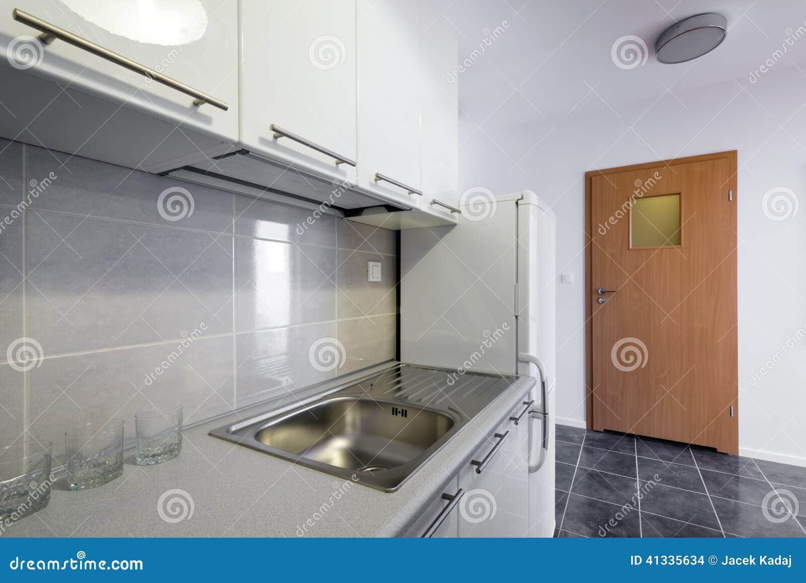 Saubere Innenarchitektur Der Modernen Weißen Küche Stockfoto - Bild ...