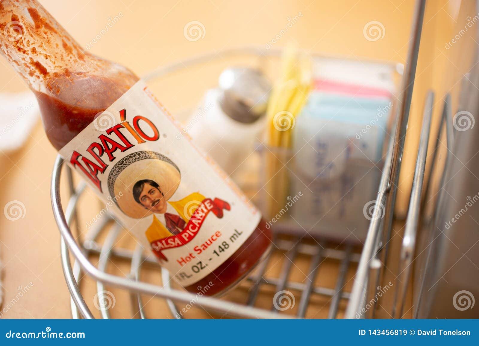 Sauce chaude à Tapatio sur la table