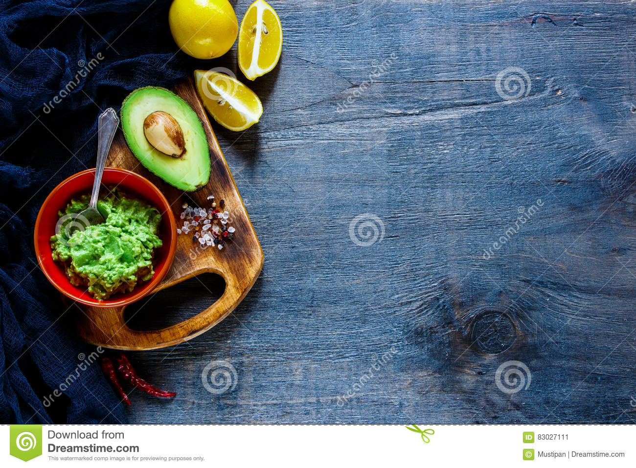 Sauce guacamole in bowl stock image. Image of homemade - 83027111