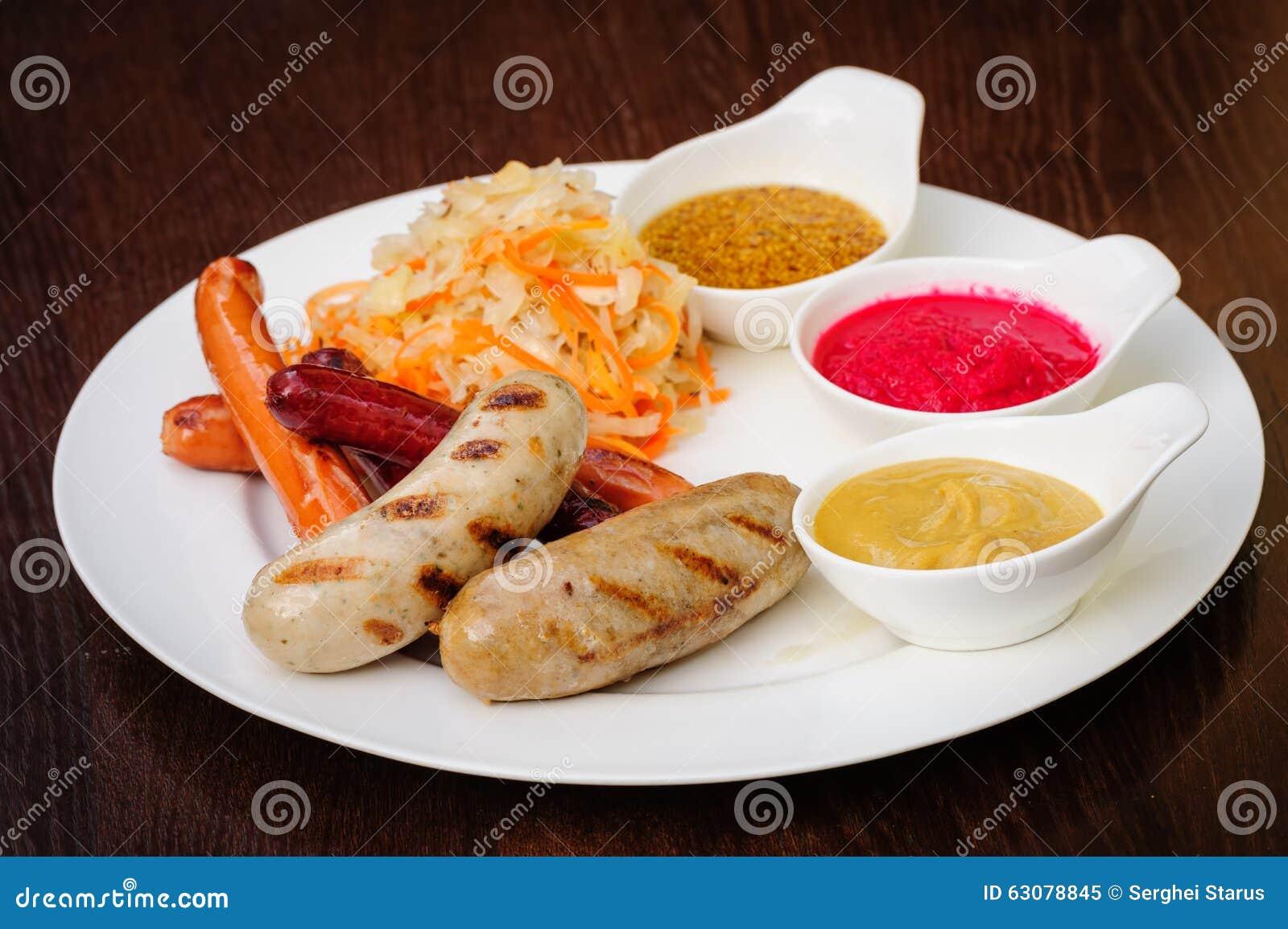 Download Saucisses Allemandes Avec Le Chou Image stock - Image du chaud, ciboulette: 63078845