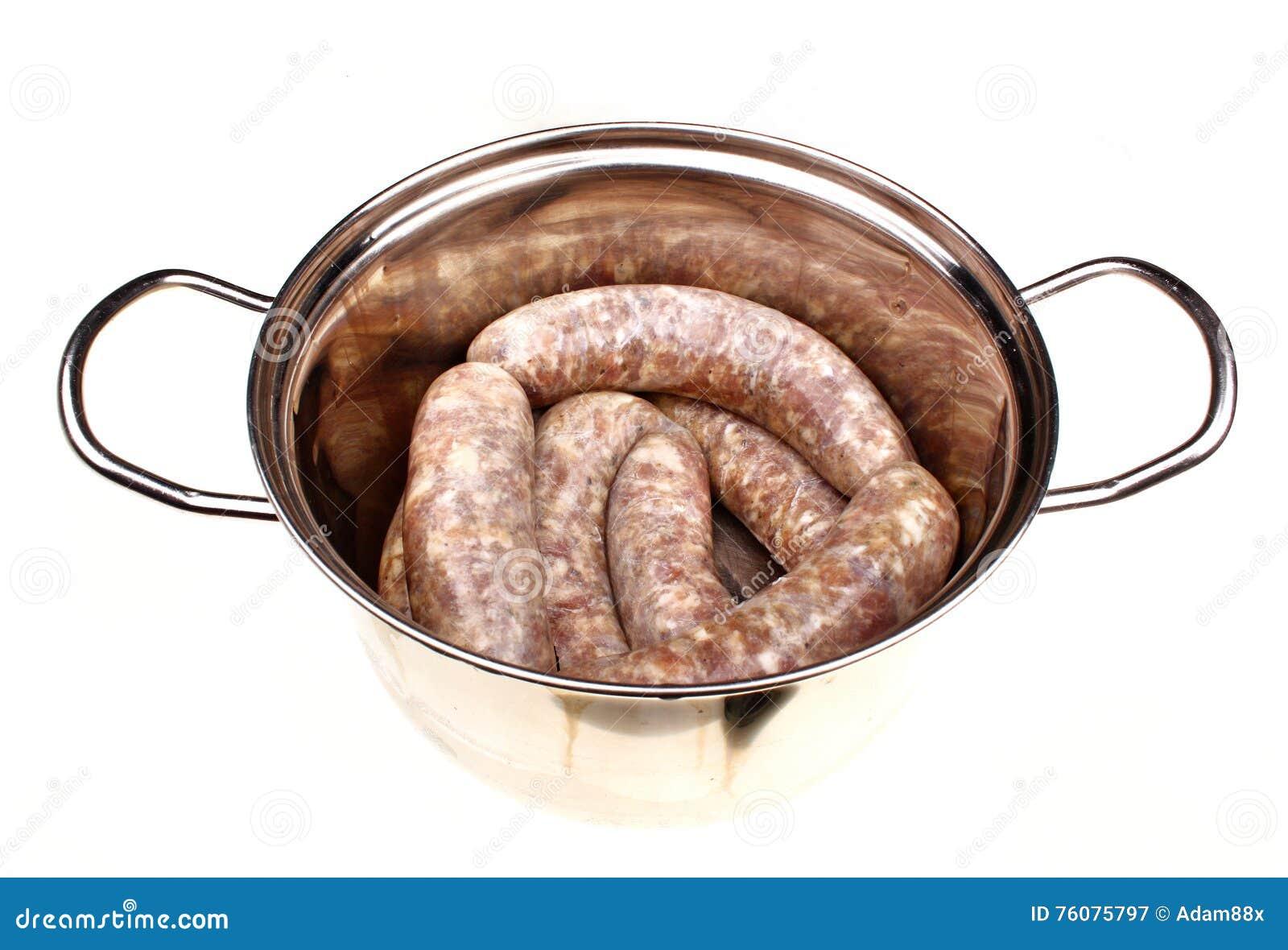 Saucisses de viande crue d isolement