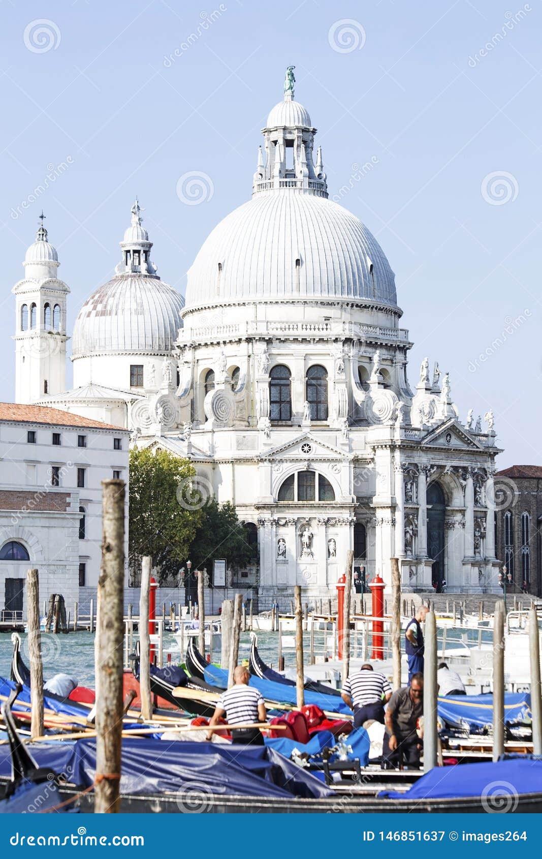 A sauda??o do della de Santa Maria da bas?lica em Veneza
