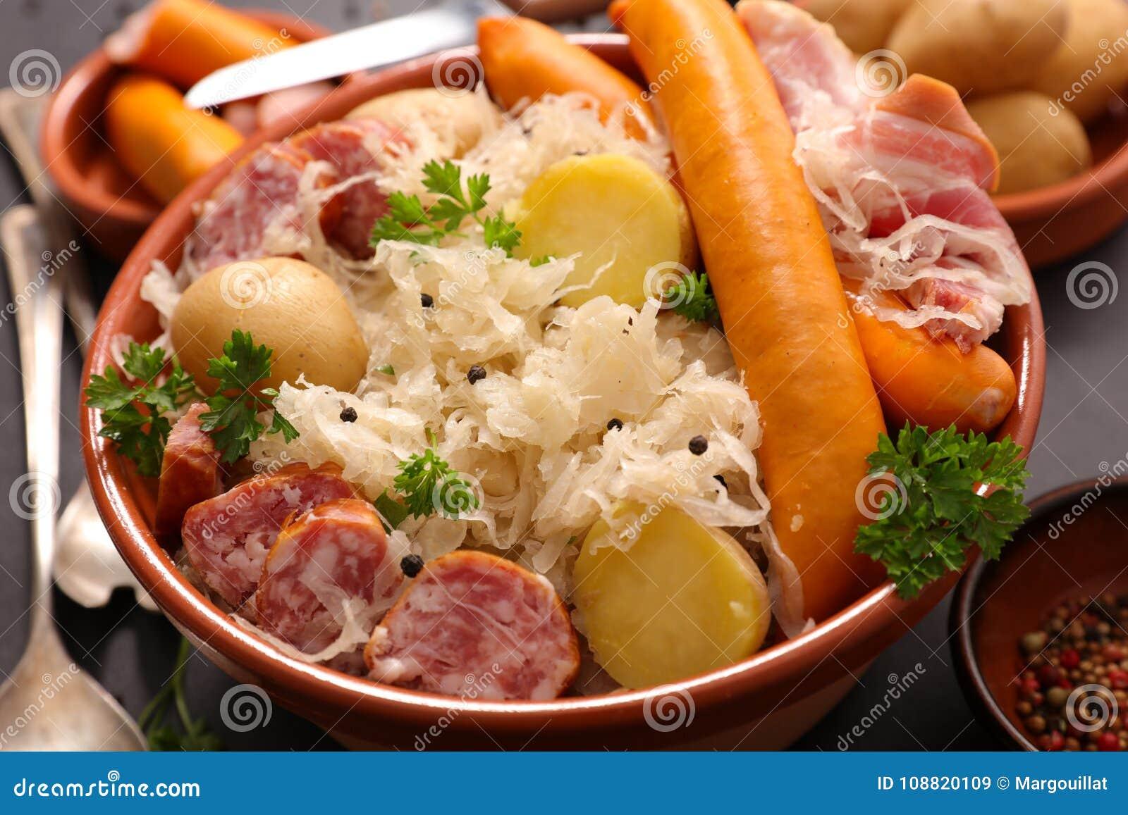 Sauerkraut och korv