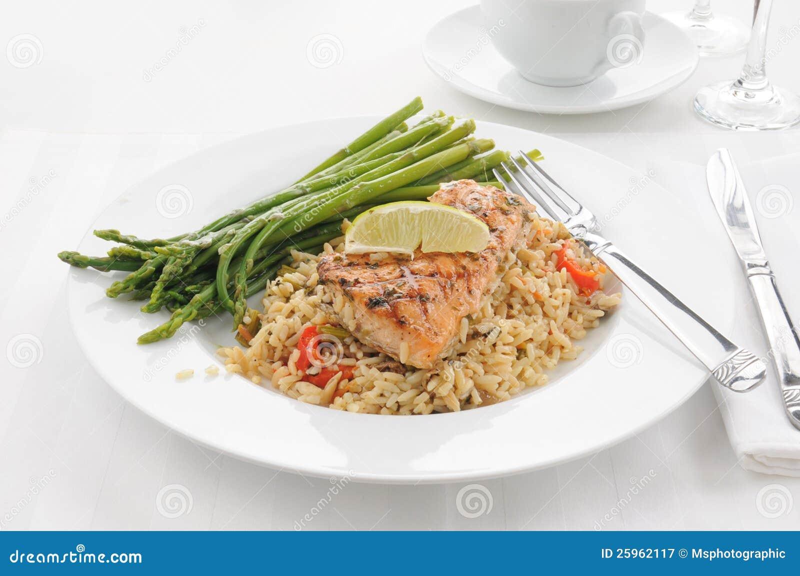 Saumons avec du riz
