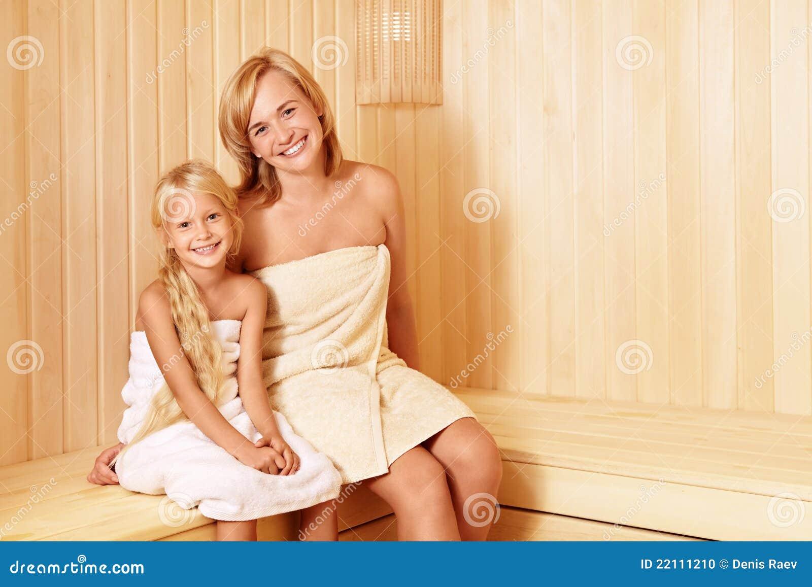 В бане мама и дочка