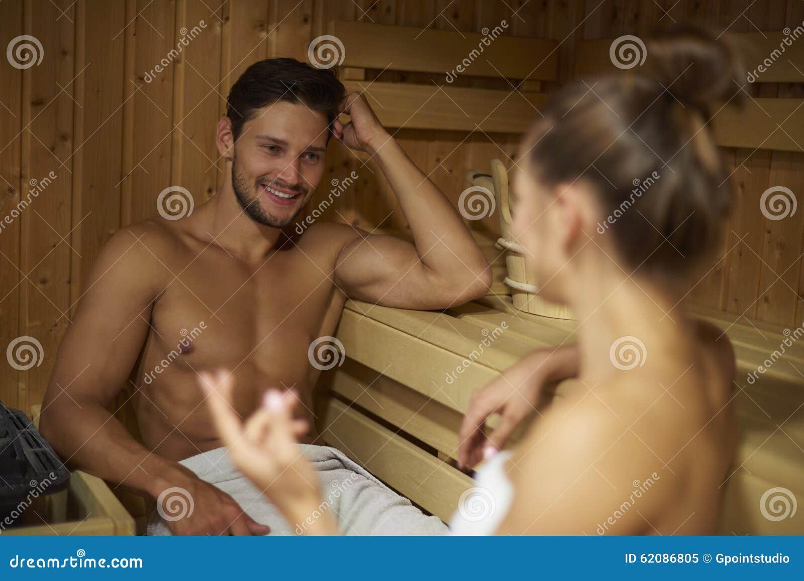 Футболисты в сауне, Жена Глушакова: Застала Дениса в бане с любовницей 28 фотография