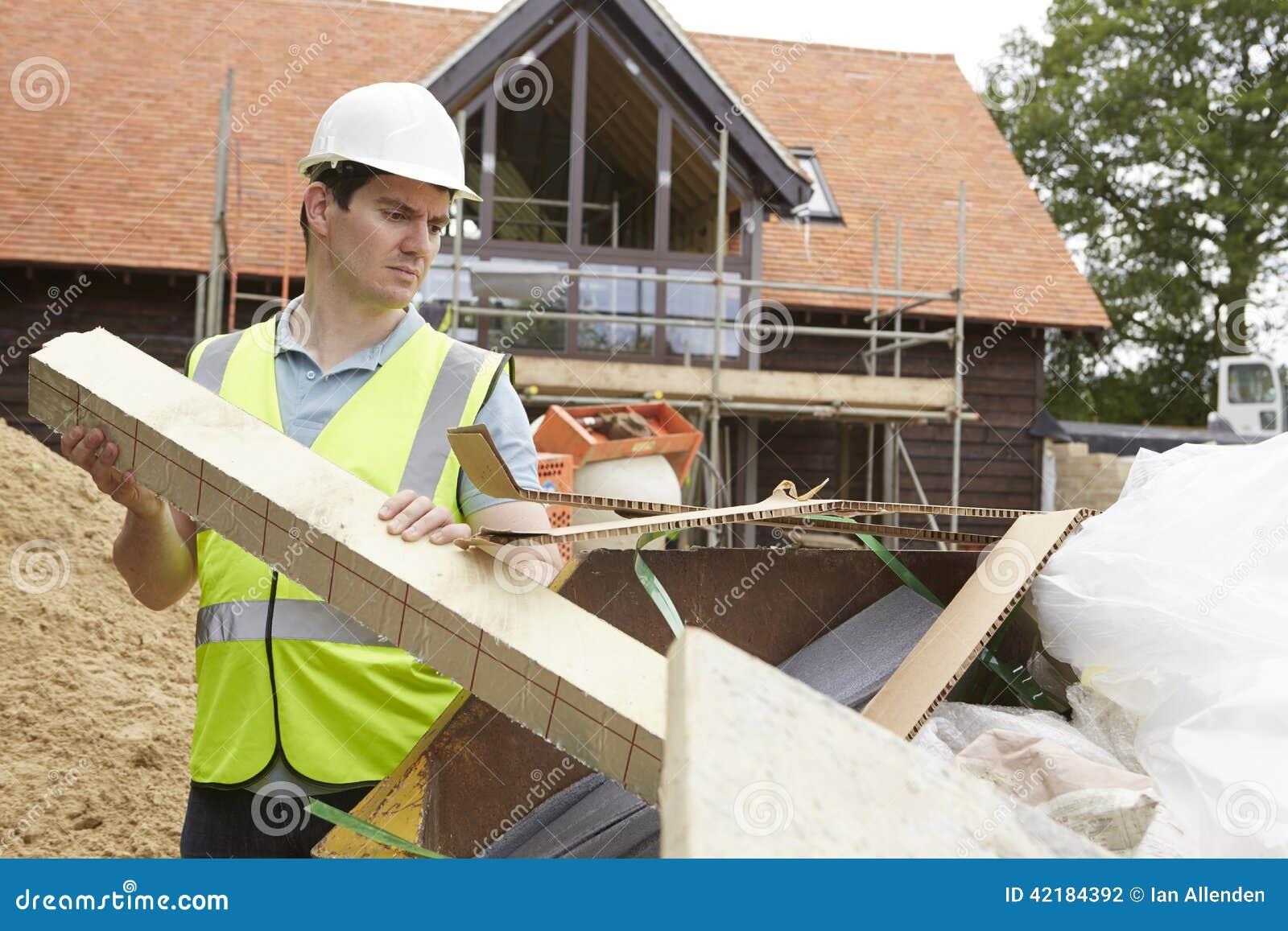 Saut de déchets de Putting Waste Into de constructeur