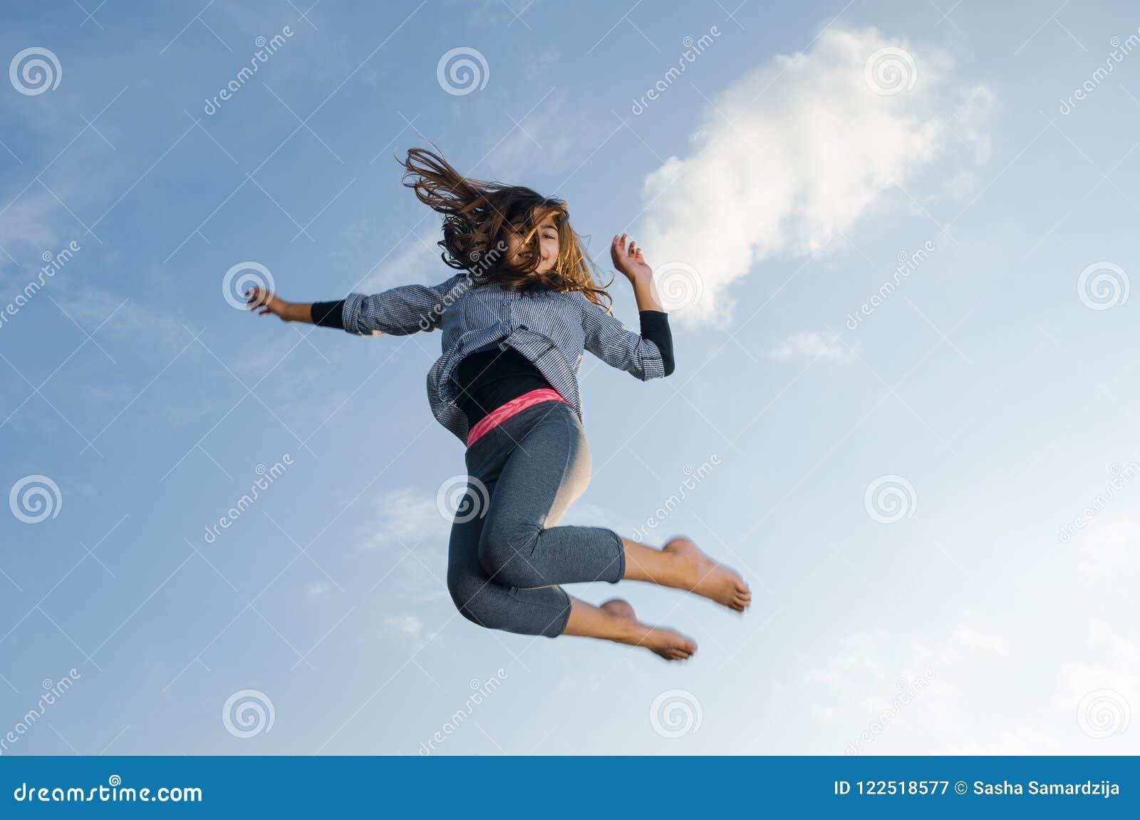 Sauter de fille de gymnaste
