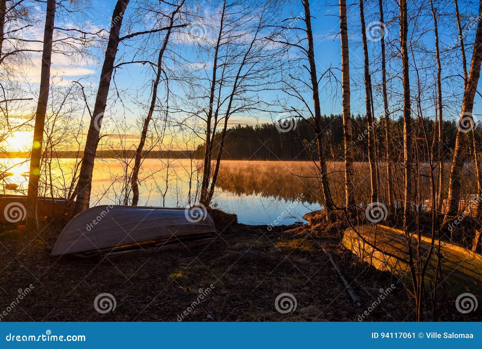 Savo Finland du sud Lever de soleil derrière le lac