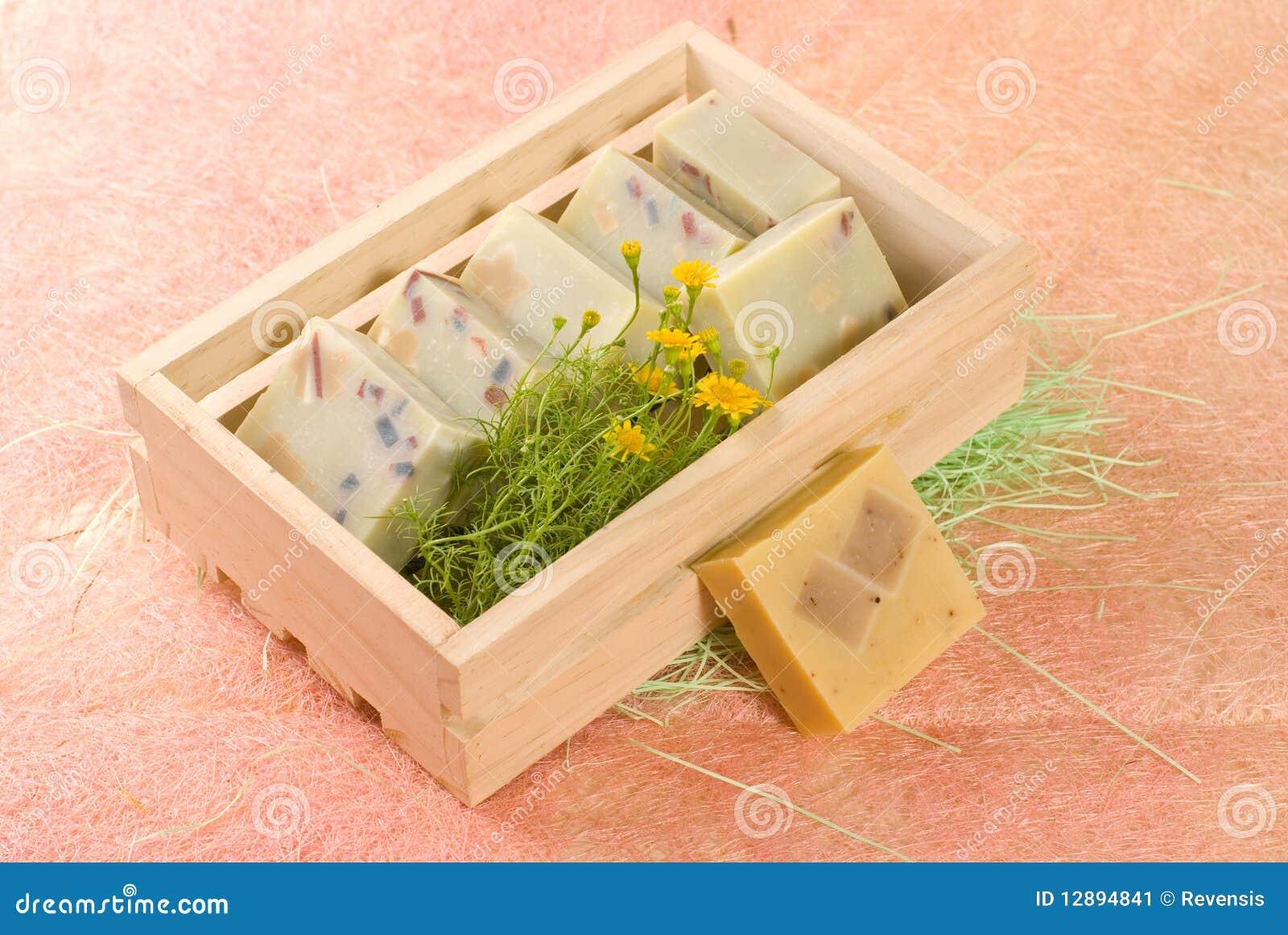 savon fait maison dans le cadre en bois image stock. Black Bedroom Furniture Sets. Home Design Ideas