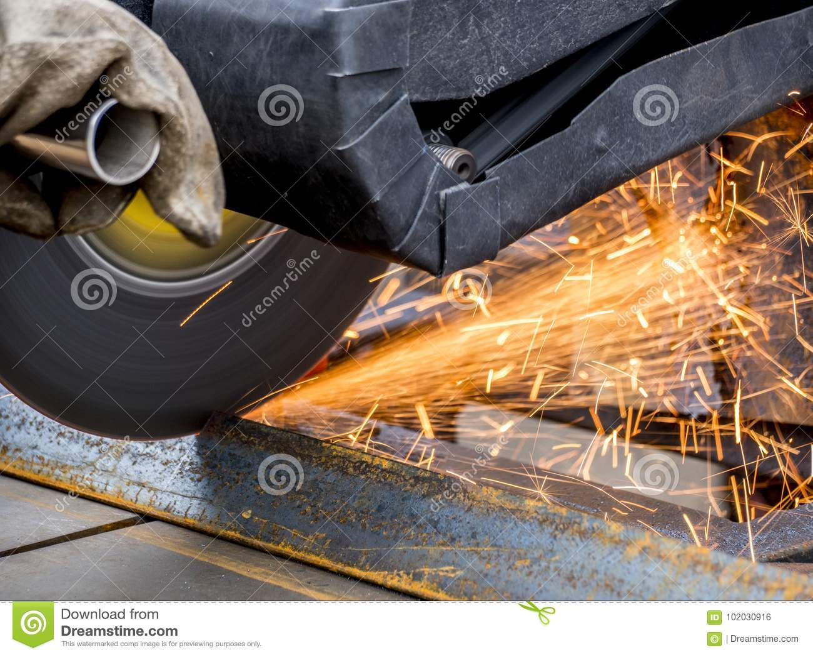 Sawing del metal