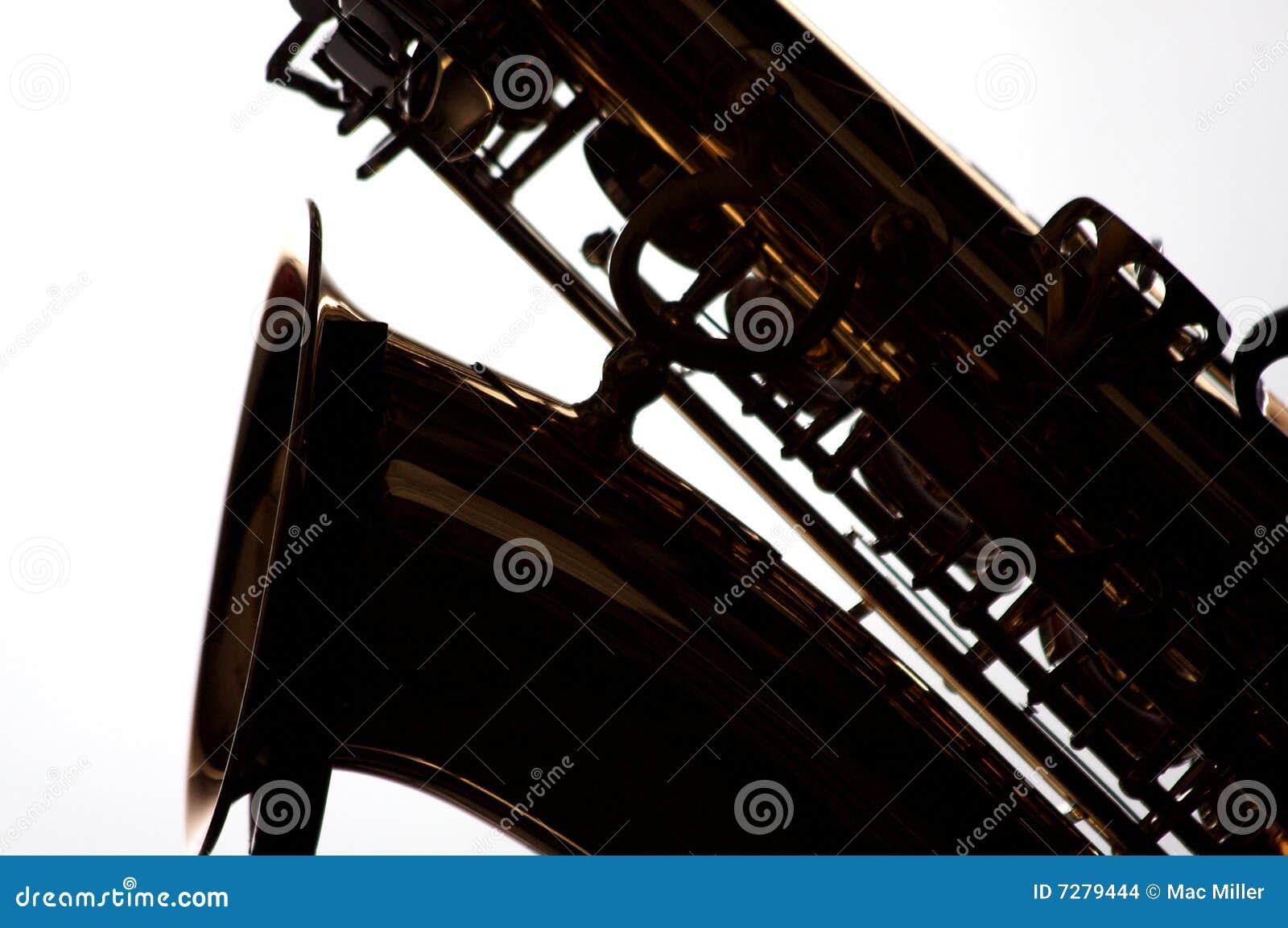 Saxofón en silueta en blanco