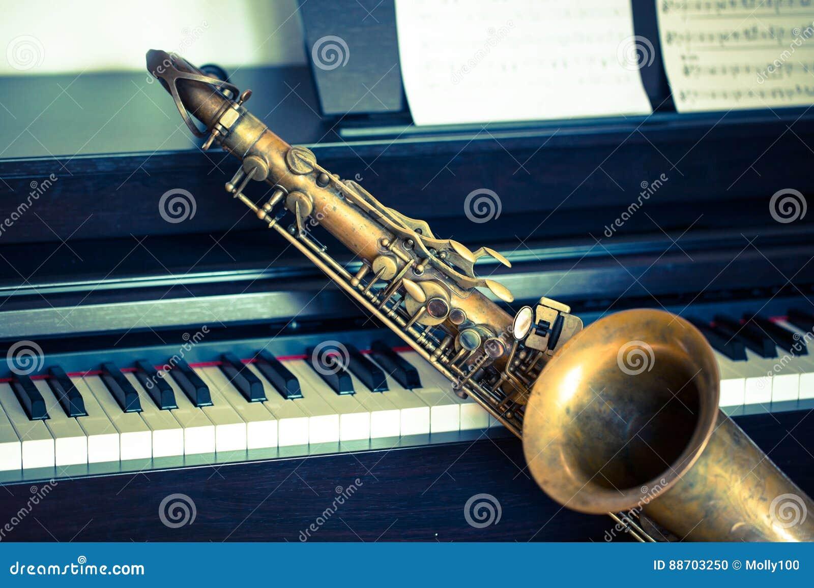 Saxofon på piano