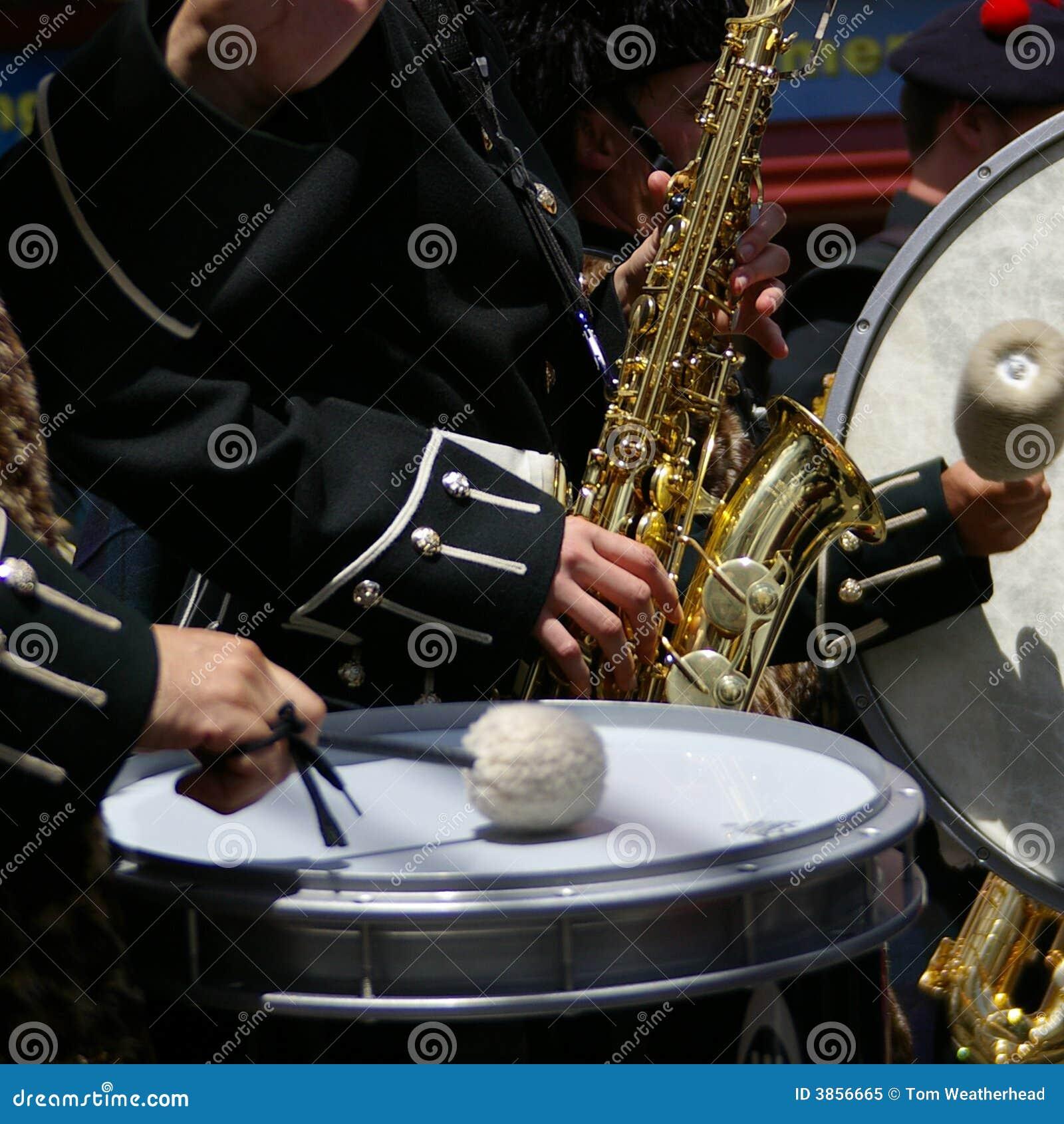 Saxofoon en Trommels