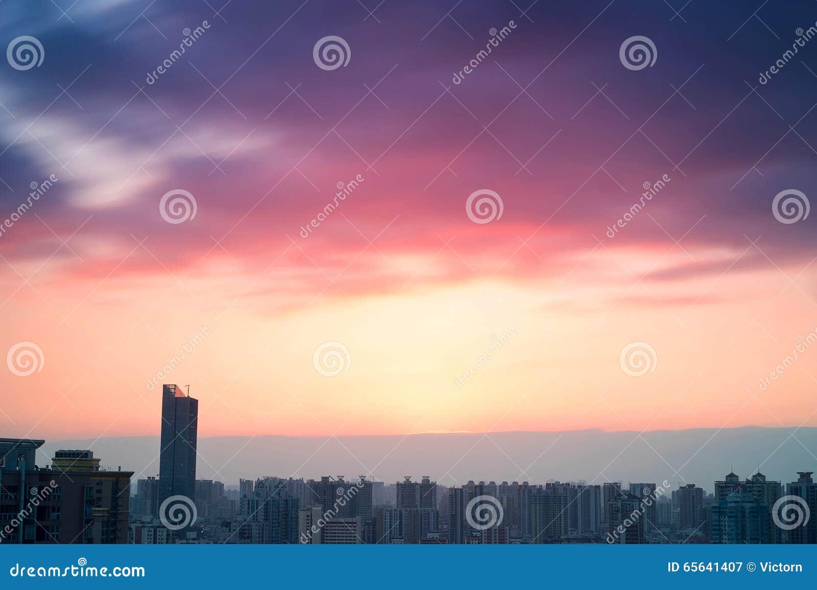 Scène de coucher du soleil de ville