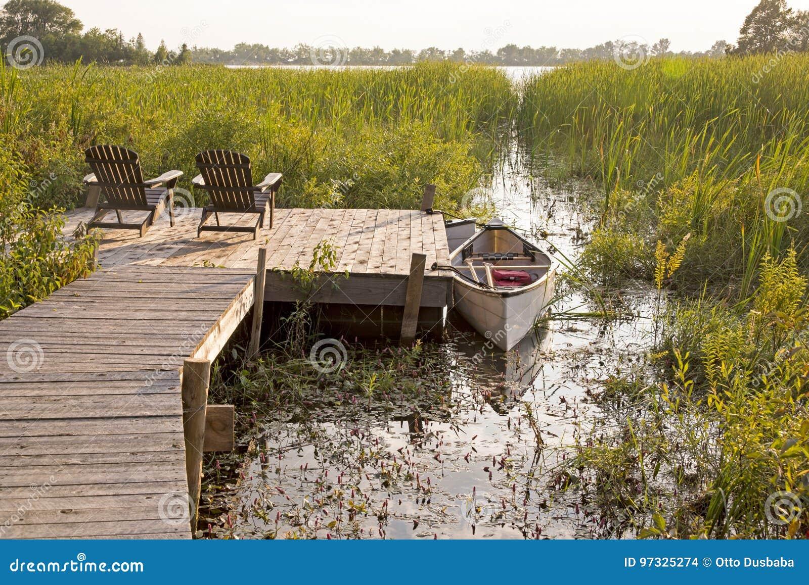 Scène de lac summer dans le Canada