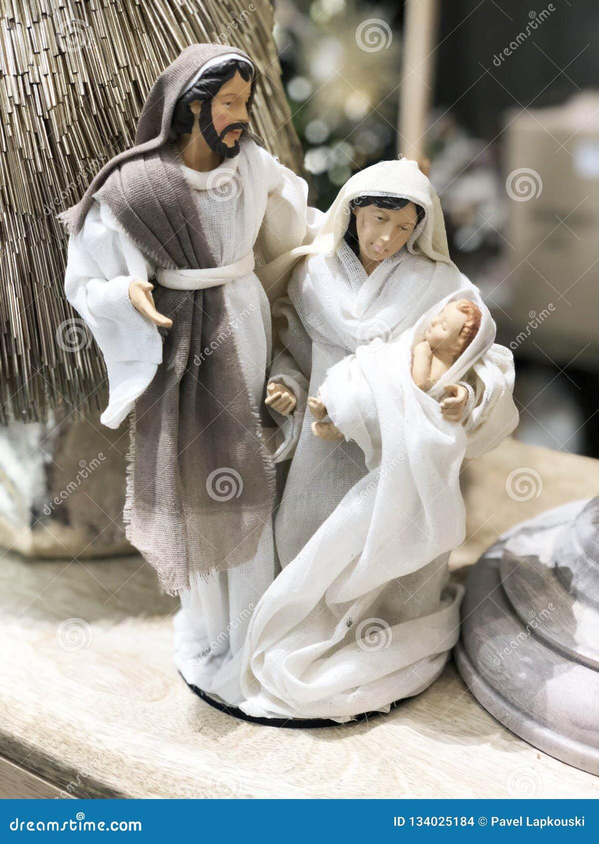 Scène de Manger de Noël avec des figurines comprenant Jésus, Mary, Joseph
