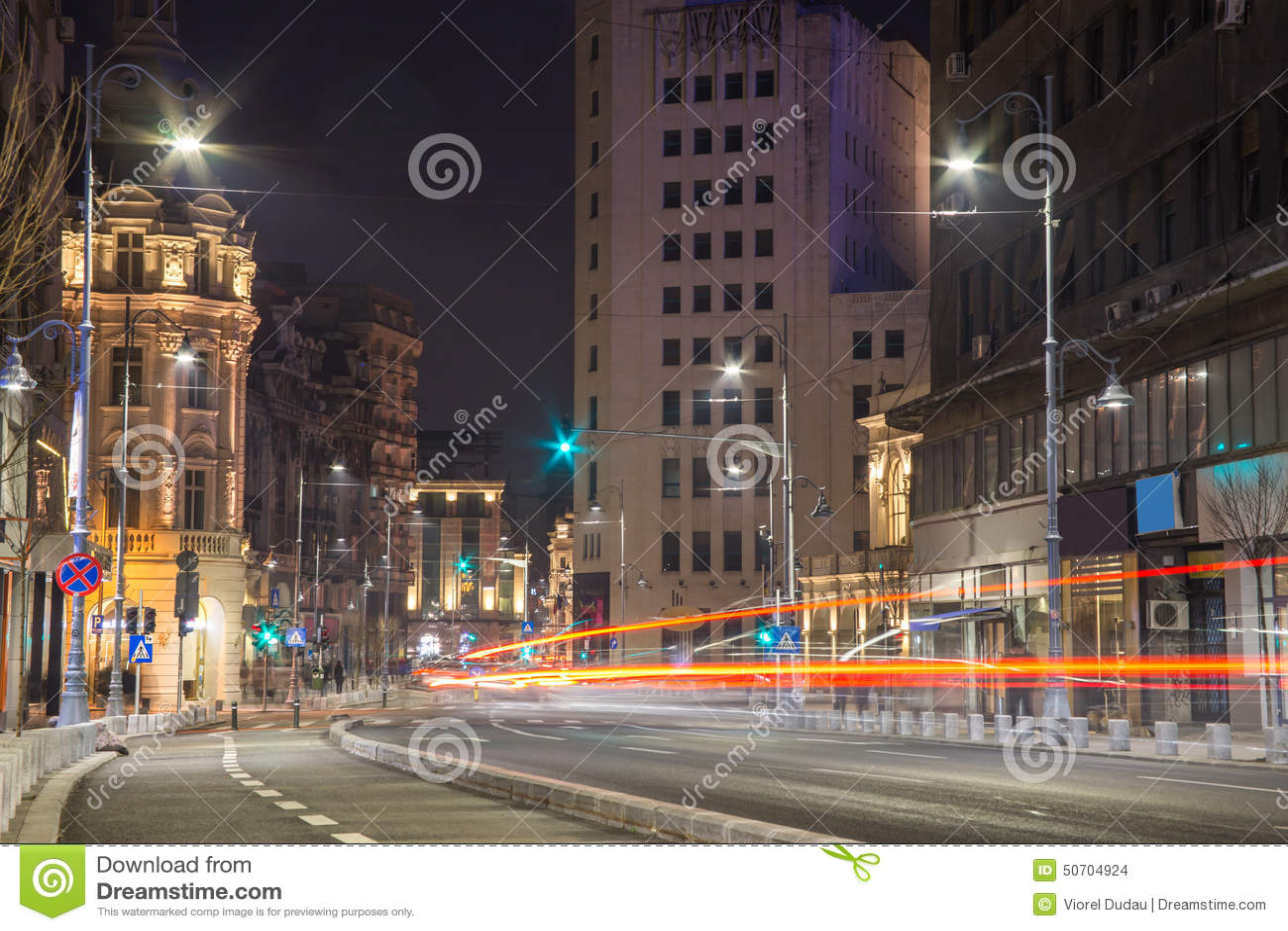 Scène de nuit de centre de Bucarest