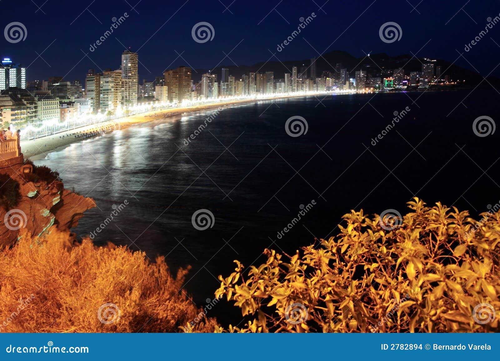 Scène de nuit de plage de Benidorm