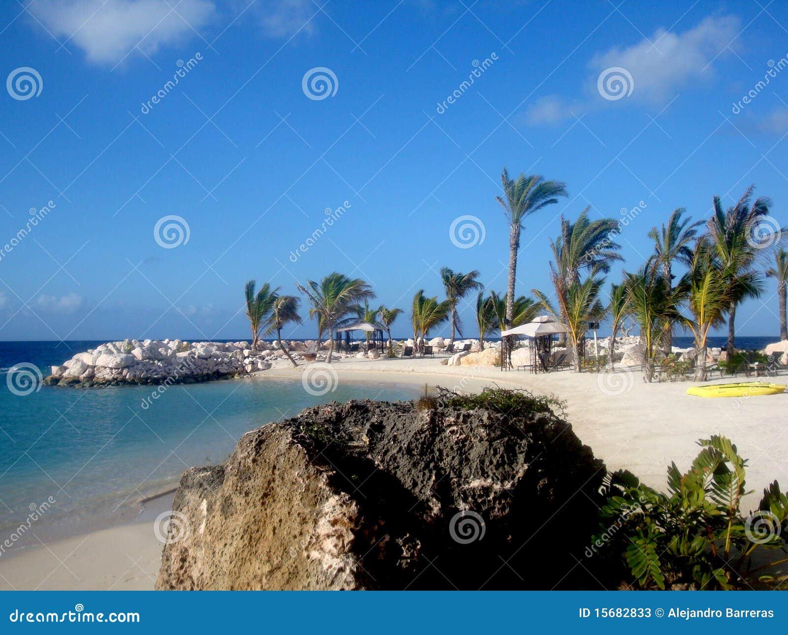 Scène de plage en le Curaçao