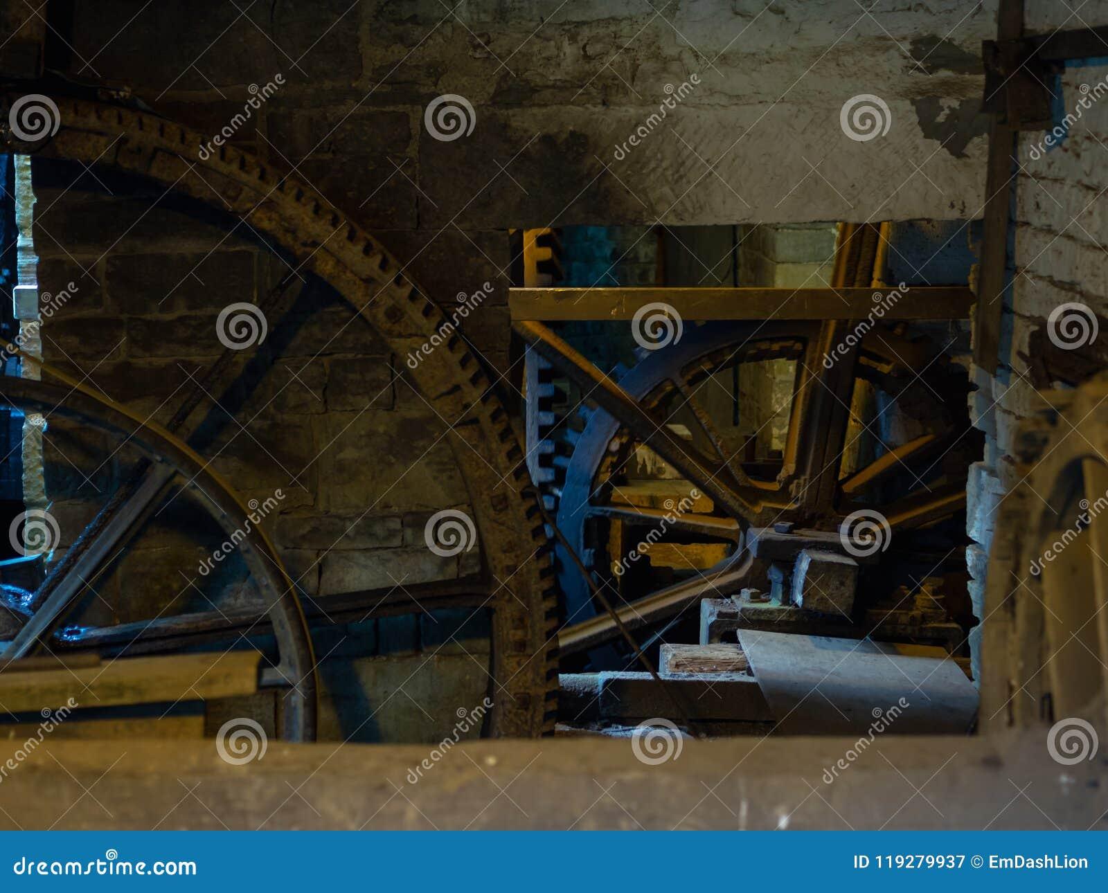 Scène rustique avec les roues dentées et les vitesses géantes