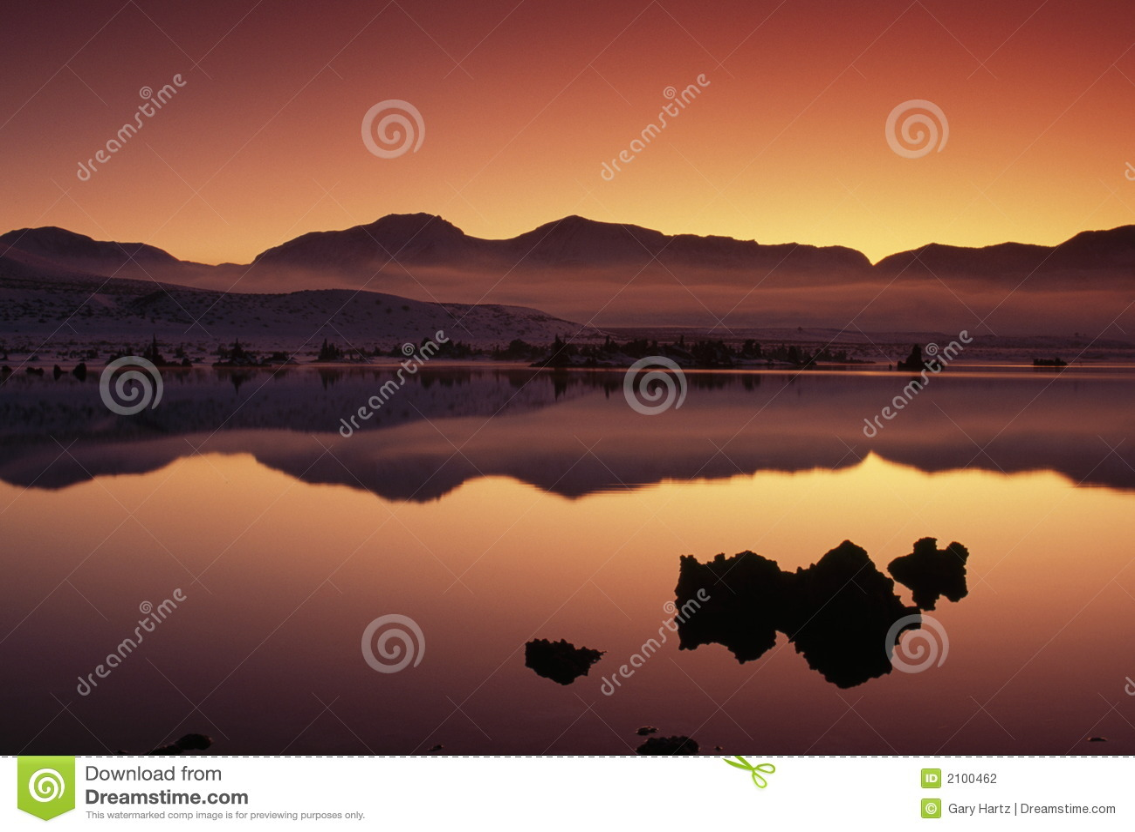 Scénique crépusculaire au lac mono, la Californie, Etats-Unis