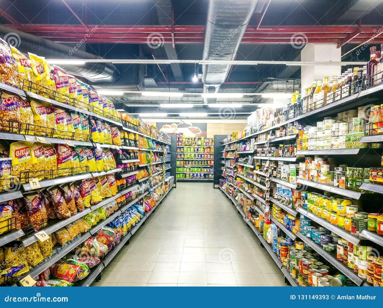 Foto Scaffali Supermercati.Scaffali Del Supermercato Riempiti Di Prodotti Della