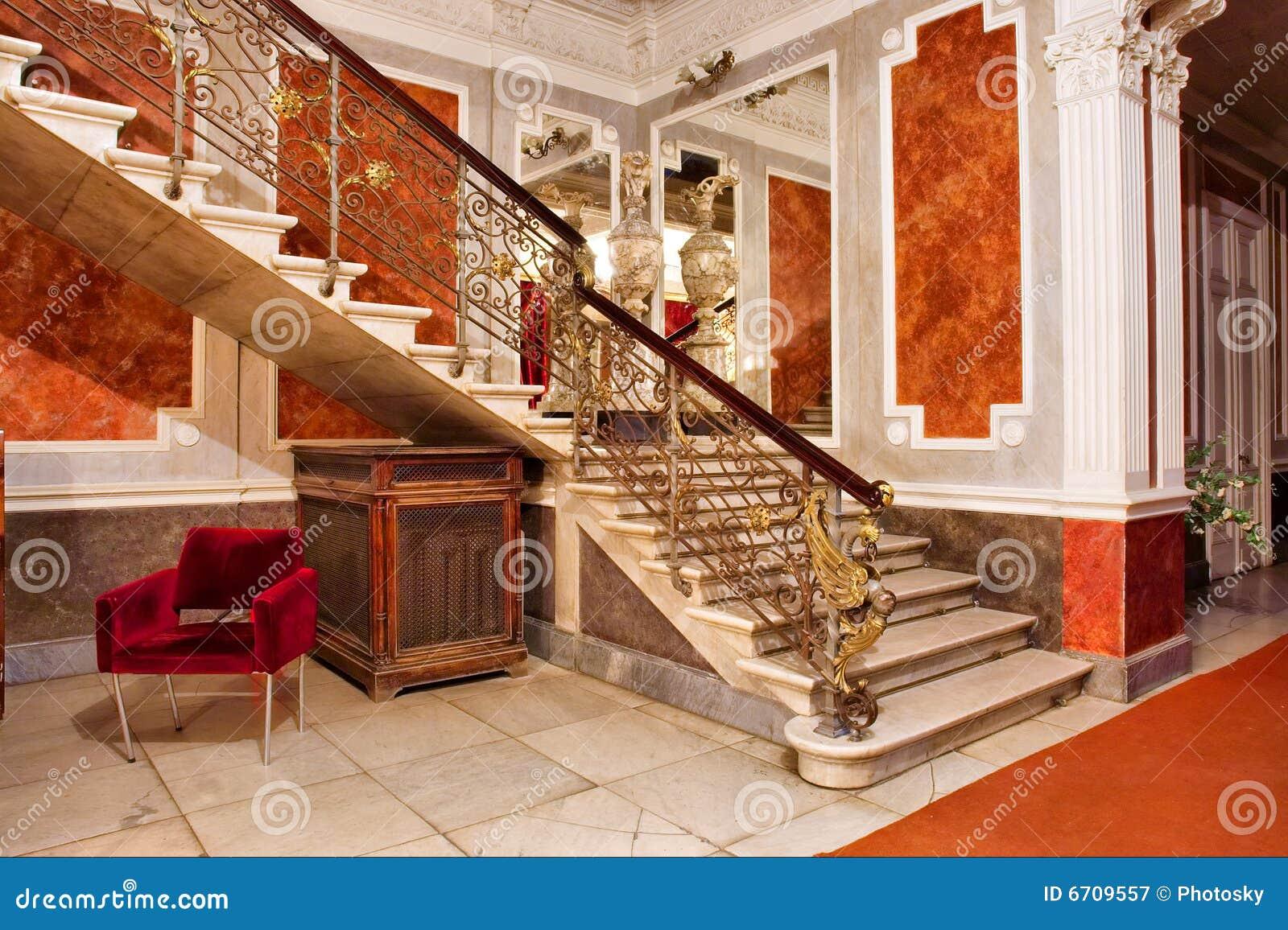 Scala e specchio all 39 interno degli appartamenti di lusso - Foto di scale ...