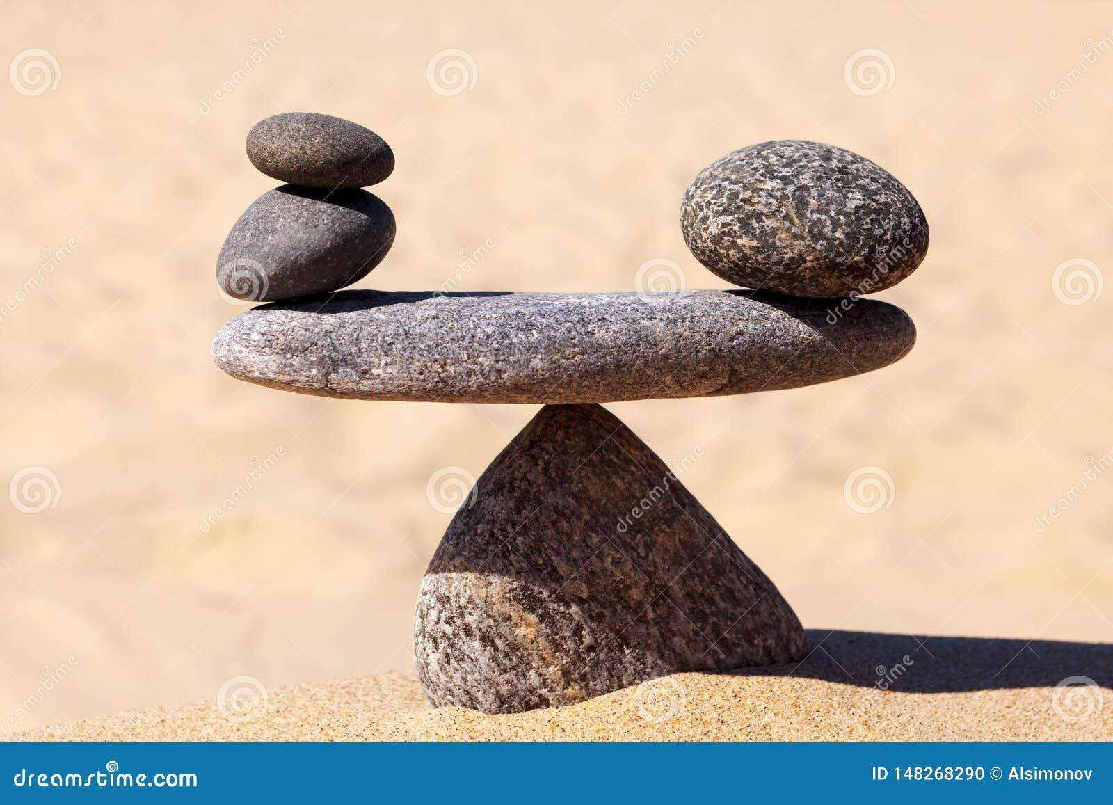 Scala simbolica delle pietre Concetto di armonia e di equilibrio lavoro-vita, equilibrio emozionale