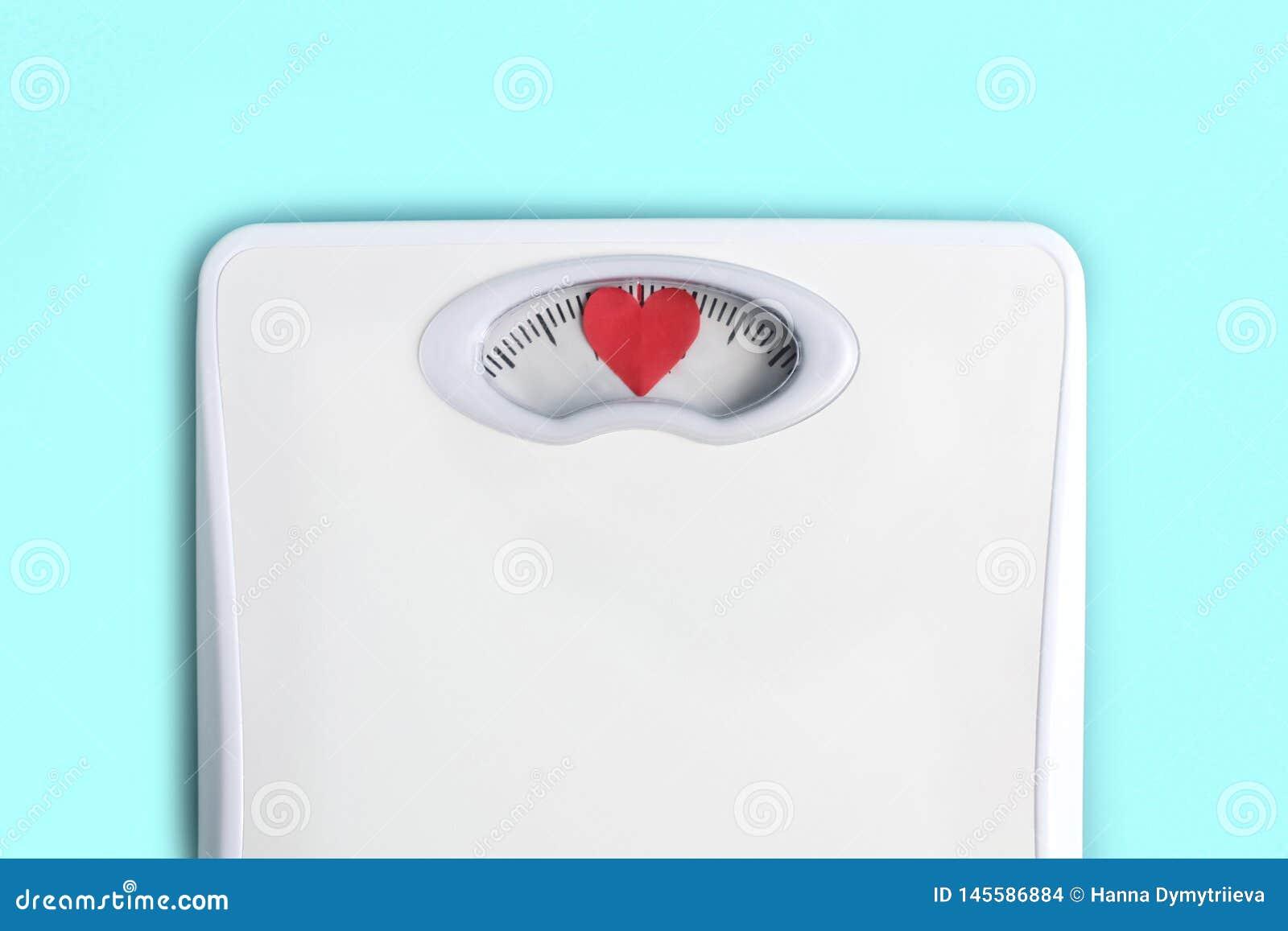 Scale del pavimento con i cuori invece dei numeri Ami il vostro concetto di corpo Motivazione di stile di vita Priorit? bassa blu