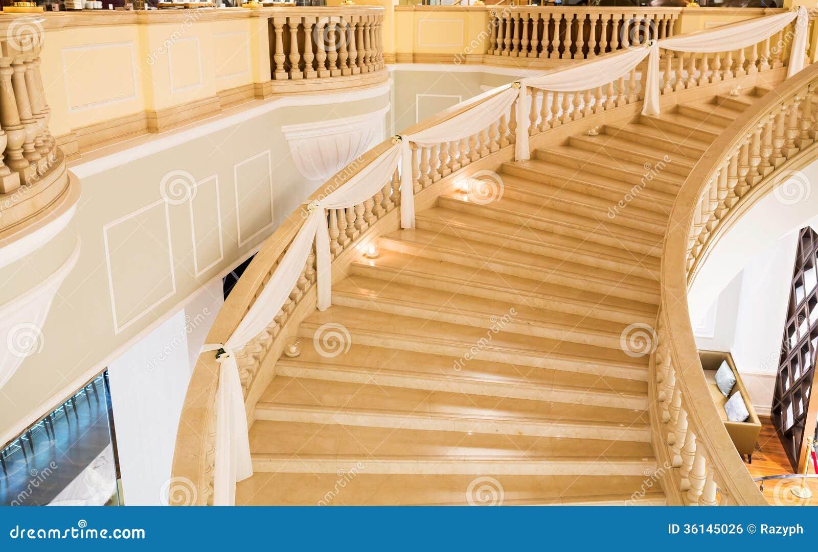 Scale di marmo decorate per nozze immagine stock libera da - Scale interne in marmo ...