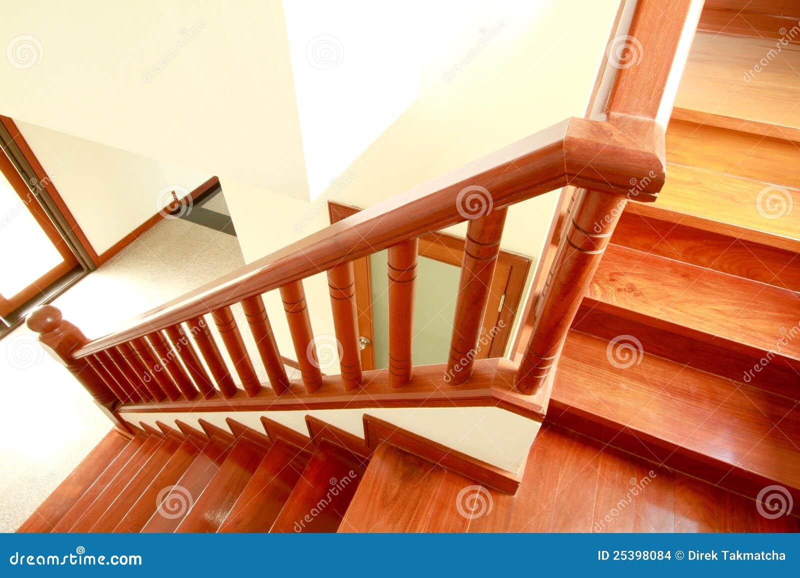 Scale e corrimano di legno fotografia stock immagine di - Foto di scale ...