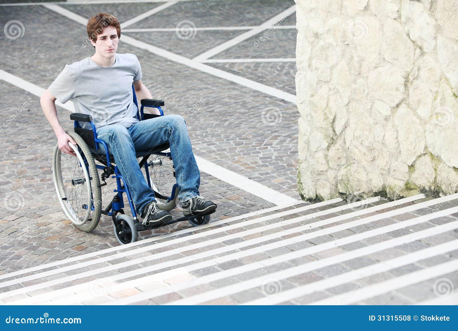 Scale inaccessibili della sedia a rotelle fotografia stock for Fisico sedia a rotelle