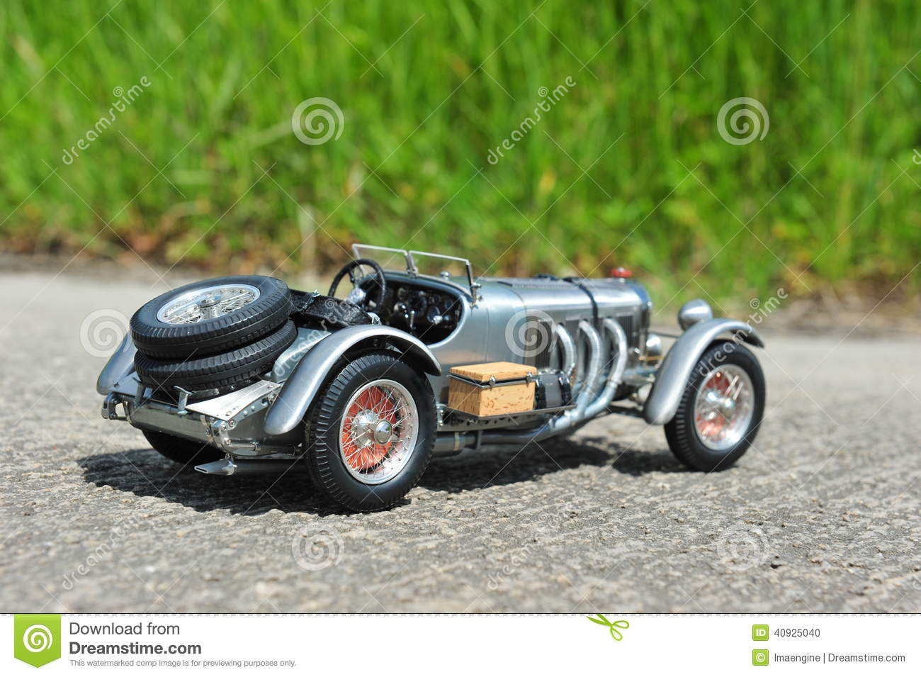 Scale model replica of the mercedes benz sskl 1931 racing for Mercedes benz race car