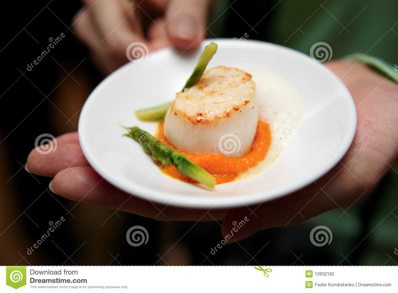 Scallops With Asparagus Stock Photography - Image: 13932162