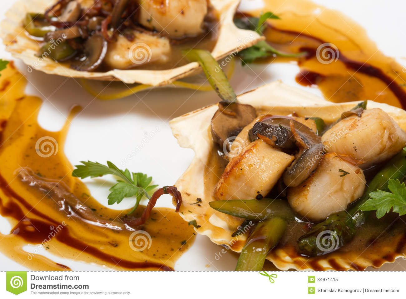 Scallops With Asparagus And Mushrooms Royalty Free Stock Photo - Image ...