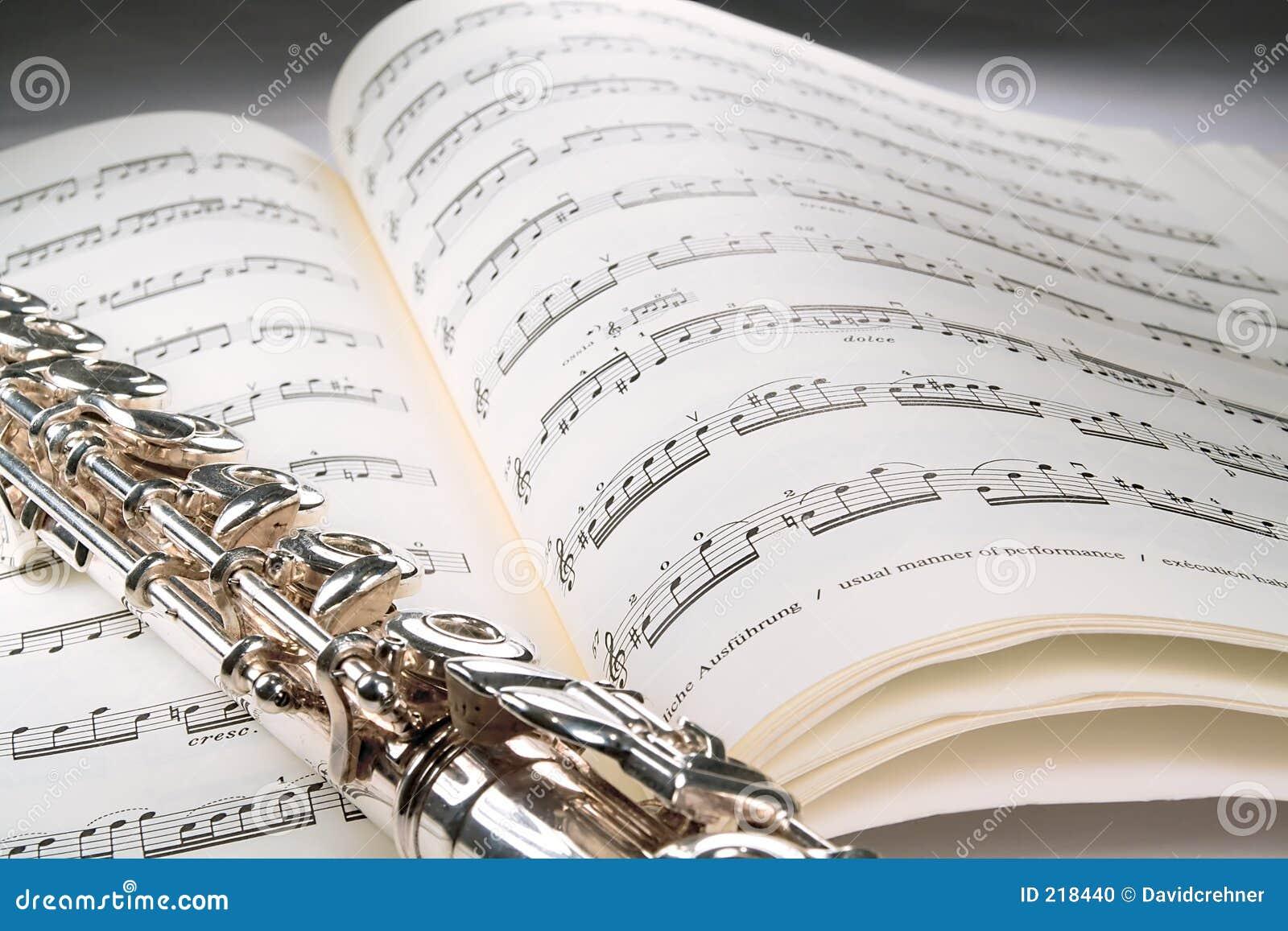 Scanali in su un segno musicale aperto con priorità bassa grigia